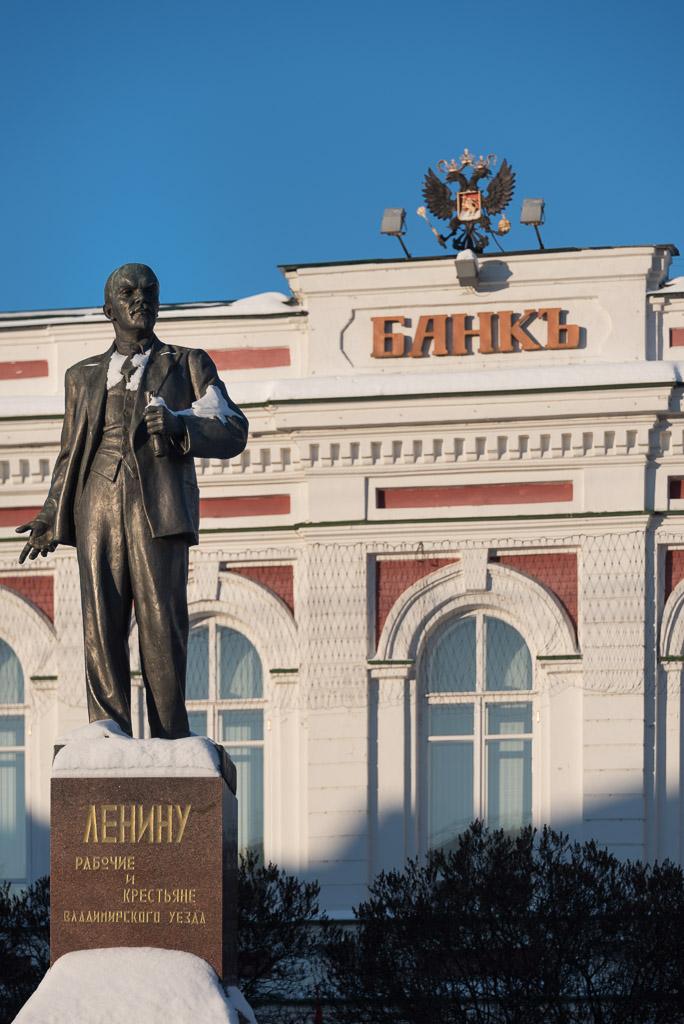 Lenin at the bank