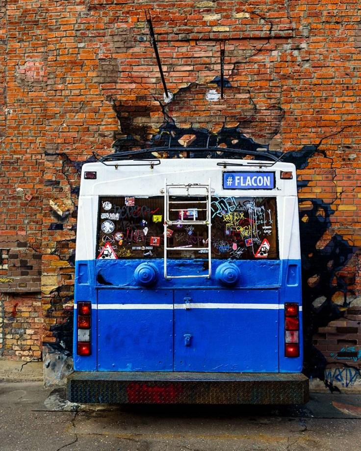 Flacon Bus
