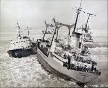 Ice breakers freeing the stranded cargo flotilla in 1983